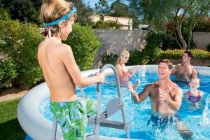 Come preparare il giardino per la tua piscina fuori terra