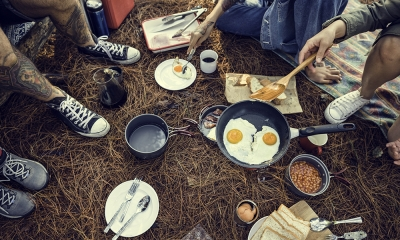 Come cucinare in campeggio: ecco cosa non puoi dimenticare