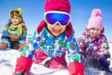 Giornata Internazionale della Montagna: cosa fare sulla neve con i bambini