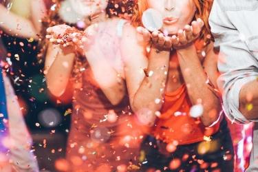 Come organizzare una festa di Carnevale per adulti