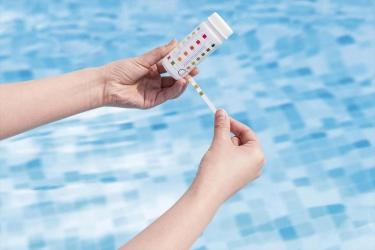 Come fare il trattamento dell'acqua della piscina ad inizio stagione?