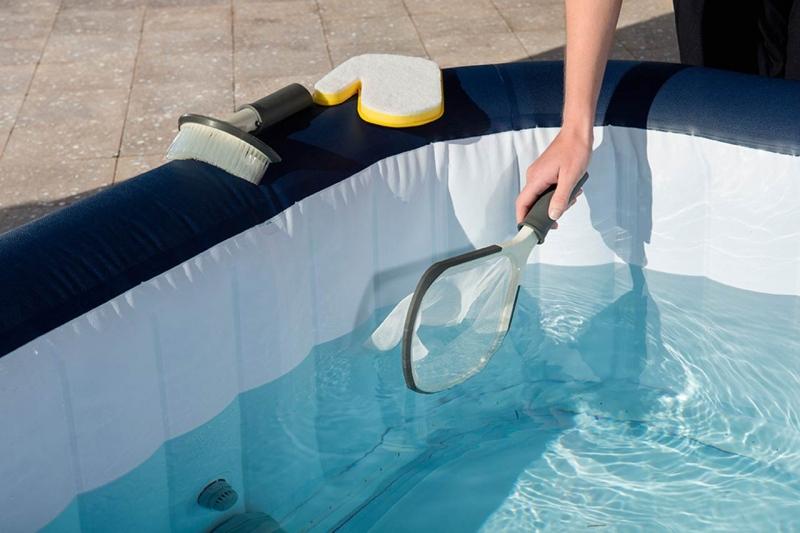 Manutenzione idromassaggio gonfiabile: pulizia e trattamento dell'acqua