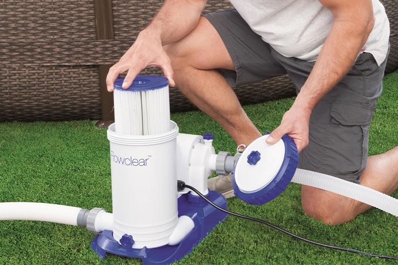 Come pulire e cambiare il filtro della piscina fuori terra