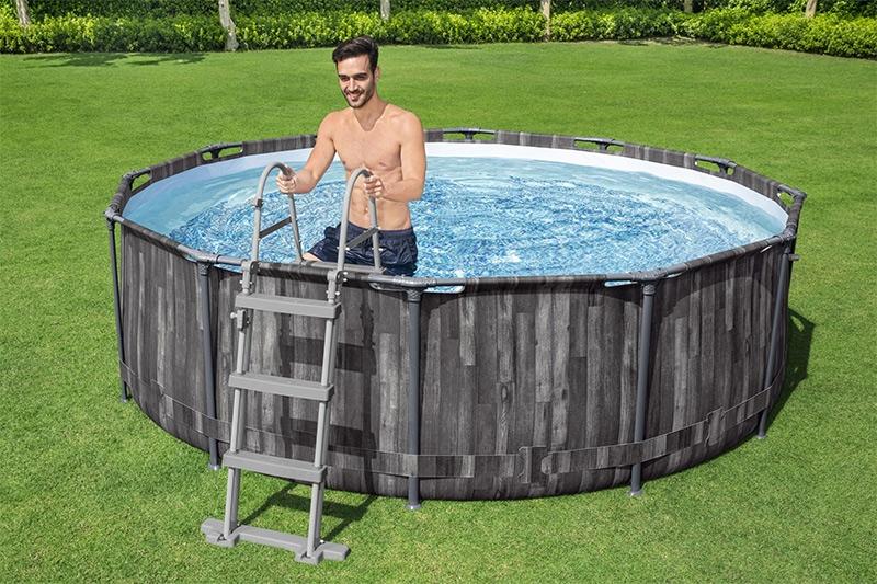 Scalette per piscine fuori terra: cosa sapere prima dell'acquisto